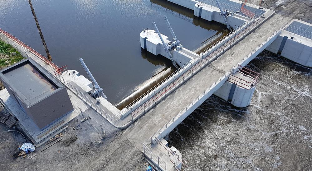 Stuwkleppen Kain in bedrijf - hydraulische uitrusting door Vameco BVBA
