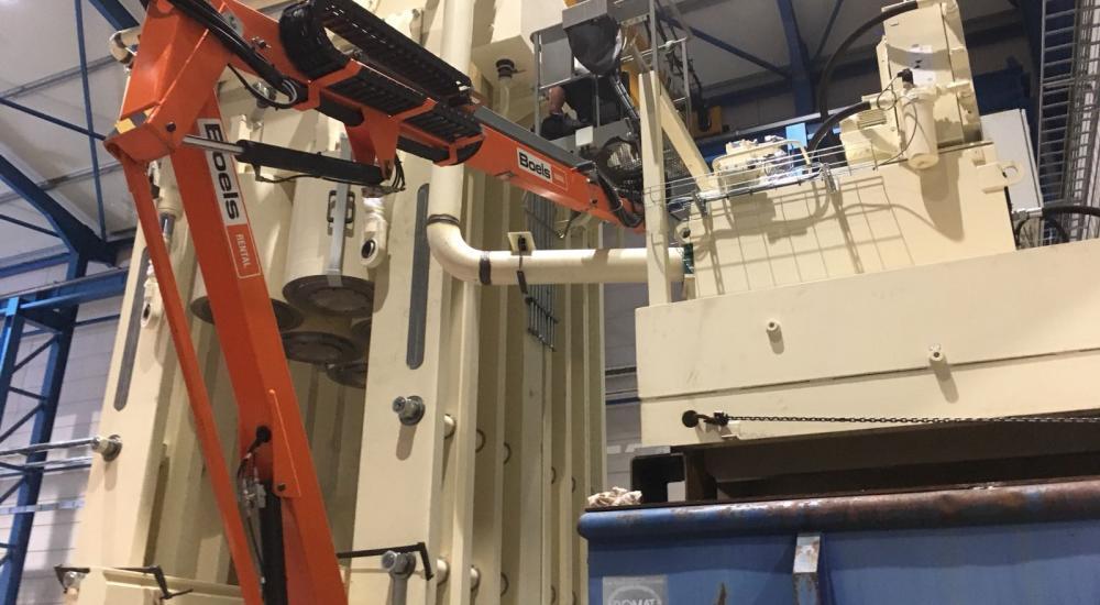 Montagewerkzaamheden hydraulische onderdelen voor pers 9000 Ton