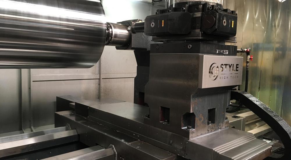Productie onderdelen 8 hydraulische plunjercilinders - elk met een perskracht van 1125 TON en een asdiameter van 700 mm