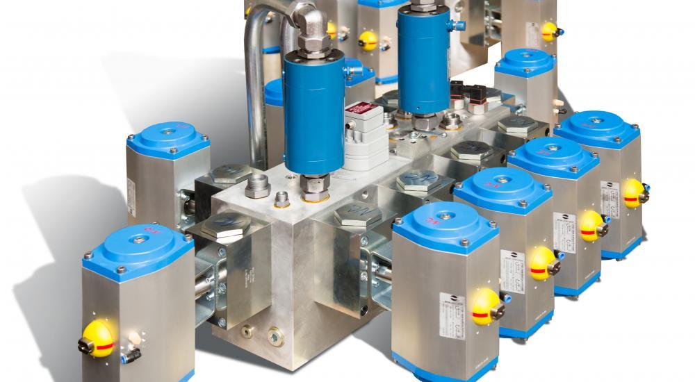 Maatwerk Vameco - Aluminium manifold met pneumatisch bediende bolkranen, debietmeters, proportioneel overdrukventiel en PT100 temperatuursensoren